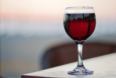 Theragenomic medicine and social habits: A regularly taken glass of wine may improve cardiometabolic risks in some patients with type 2 diabetes